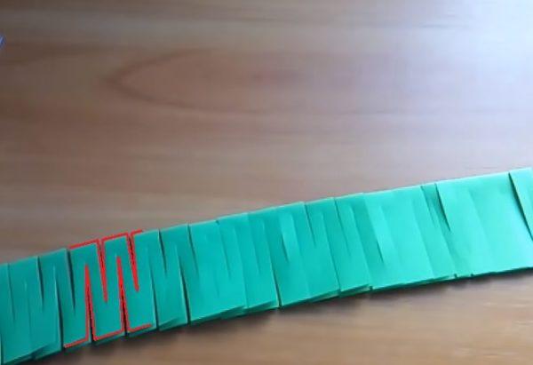 Нарезанная полоска. Красным отмечены линии прорезей