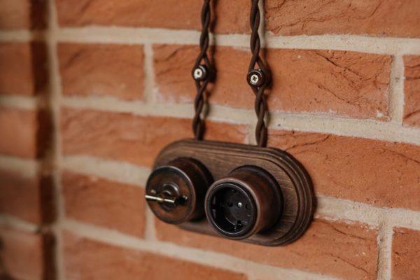 Наружная проводка и наружный выключатель с розеткой