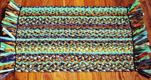 Прямоугольный коврик из косичек