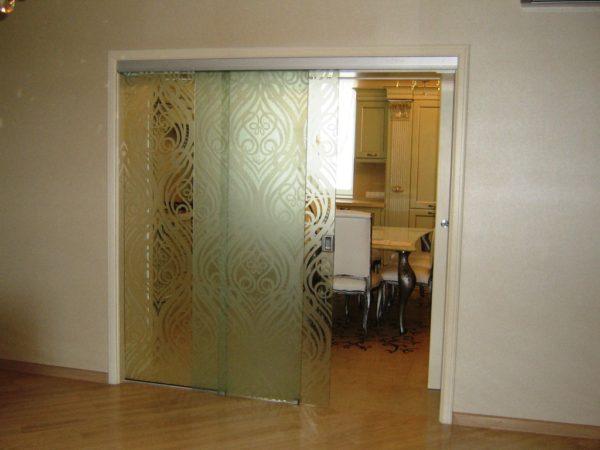 Раздвижные стеклянные двери. Пескоструйная обработка
