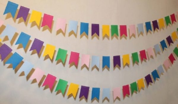 Разноцветные флажки изготавливаются в считанные минуты