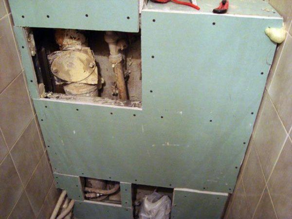 Скрытые в коробах трубы в случае протечки проблематично вовремя починить