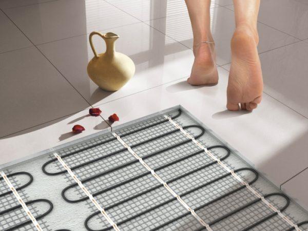 Теплый пол можно устанавливать под ламинат, плитку, керамогранит, линолеум