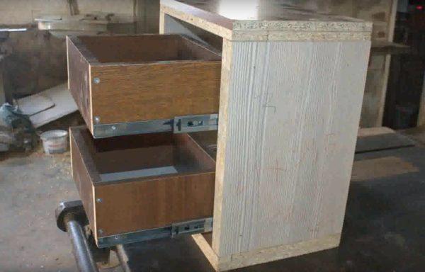 Установлены выдвижные ящики