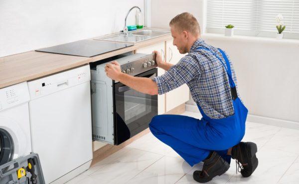 Важно учитывать габариты духовки при монтаже