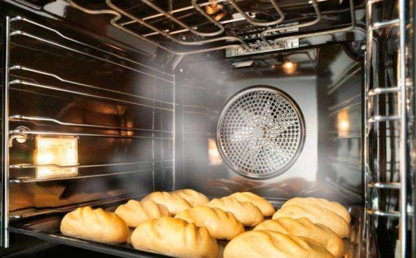 Вентилятор охлаждения начинает работу автоматически, когда духовка включена