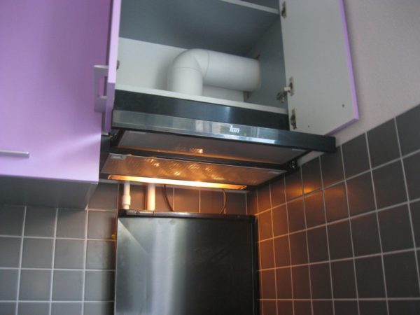 Вытяжка с отводом для кухни