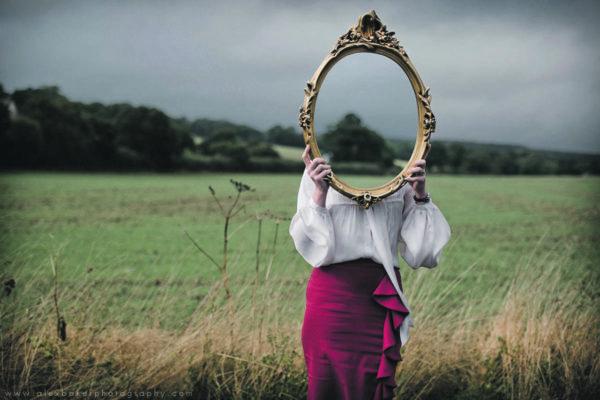 Спектрофобия (лат. spectrum - видение, представление + фобия), эйзоптрофобия (греч. eisoptron зеркало + фобия; син. ) навязчивый страх – боязнь зеркал