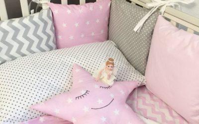 Подушка-звезда привлекает внимание малыша