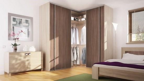 Угловой шкаф может выполнять функцию гардеробной