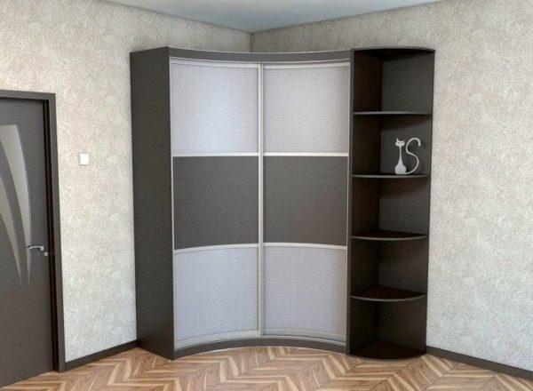 Высокий шкаф является универсальным и вместительным