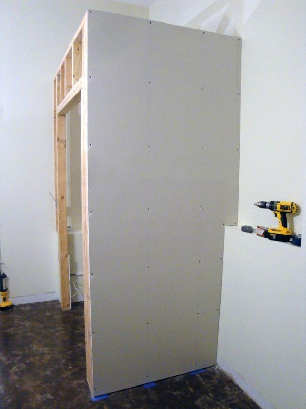 Готовая стена углового шкафа из гипсокартона