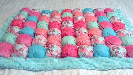При использовании ваты в виде наполнения одеяла его чистят только насухую