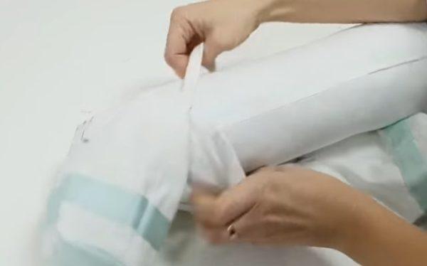 Вставляем подушку в чехол